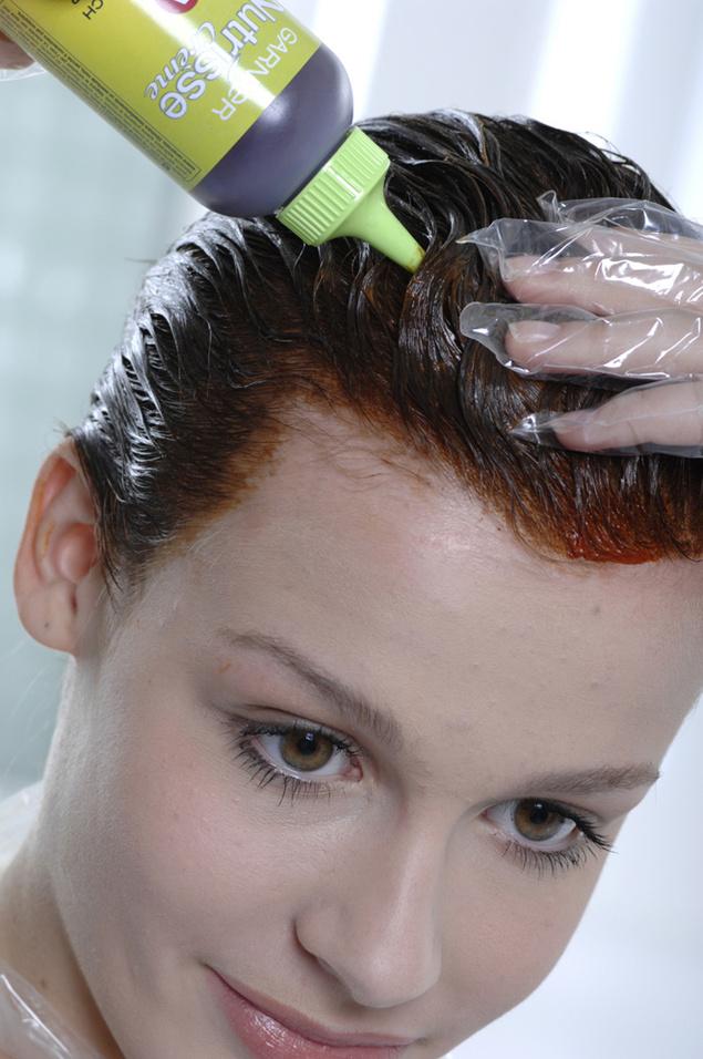 El matiz de los cabello por los medios públicos